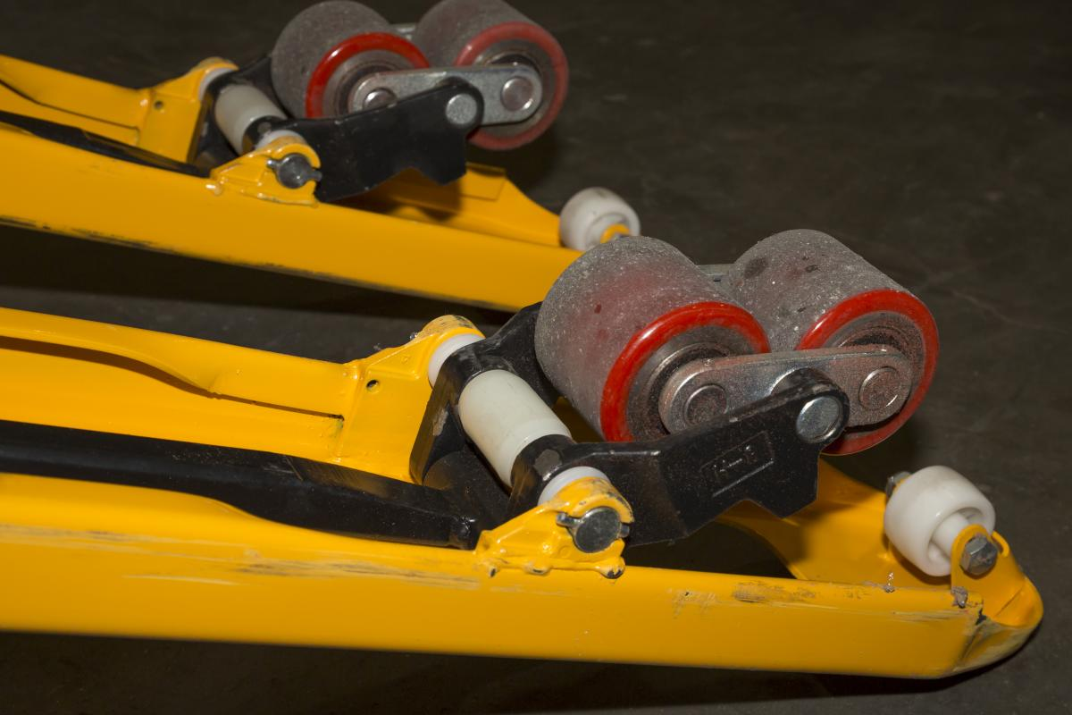 How to replace your pallet truck's wheels? | TVH